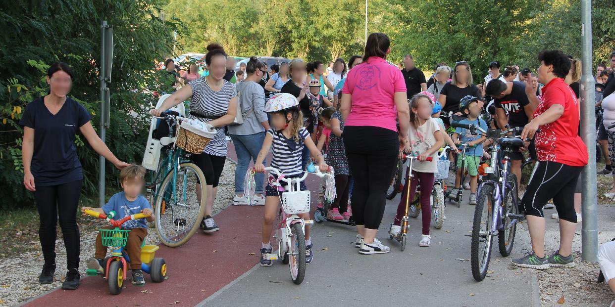 Bicikliző családokkal telt meg a Slötyi környéke